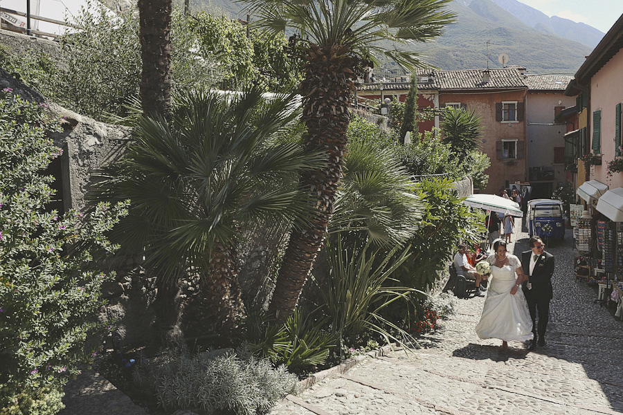 The entrance of the bride at Malcesine Castle