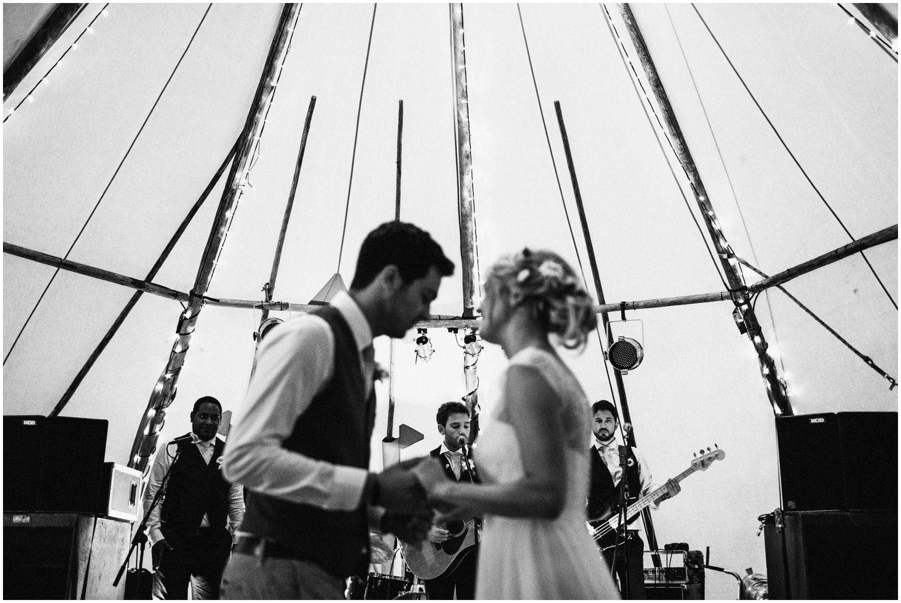 Kent-Festival-Tipi-wedding-photography_0159
