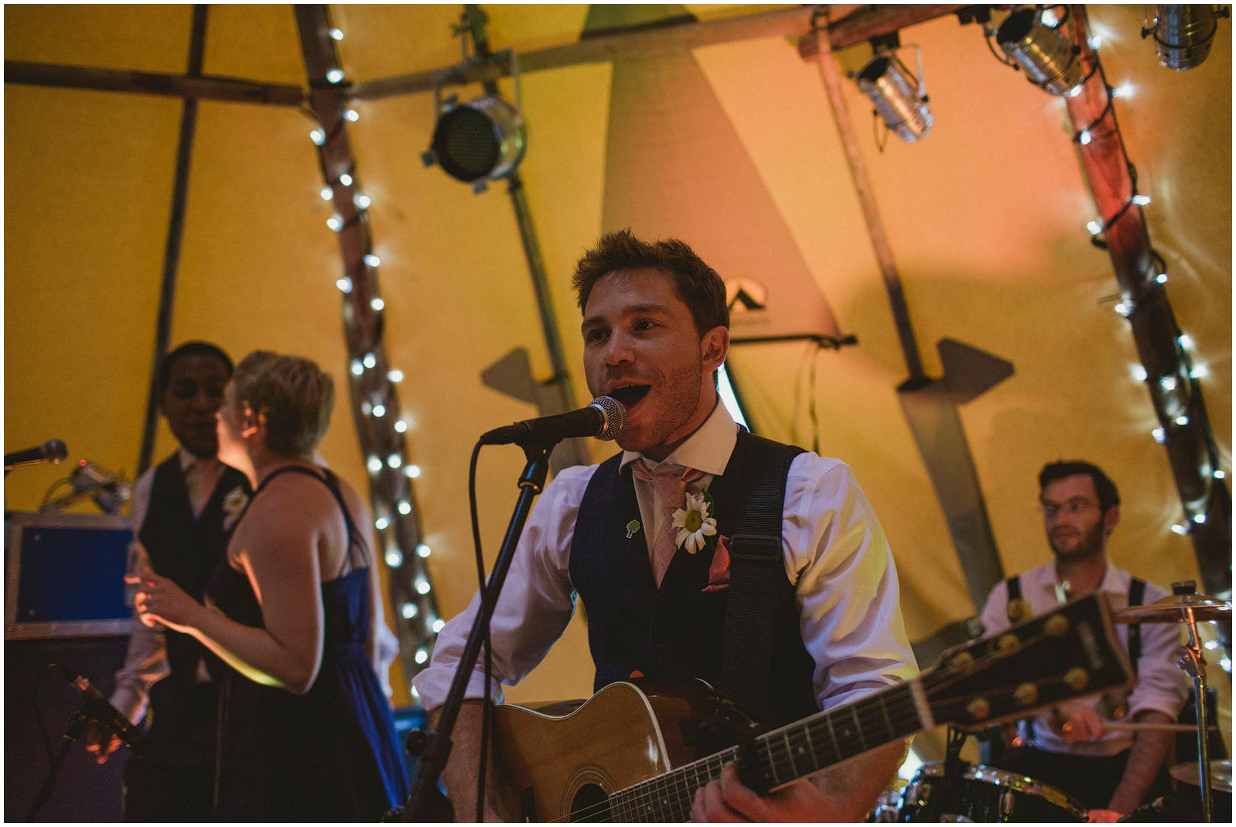 Kent-Festival-Tipi-wedding-photography_0164