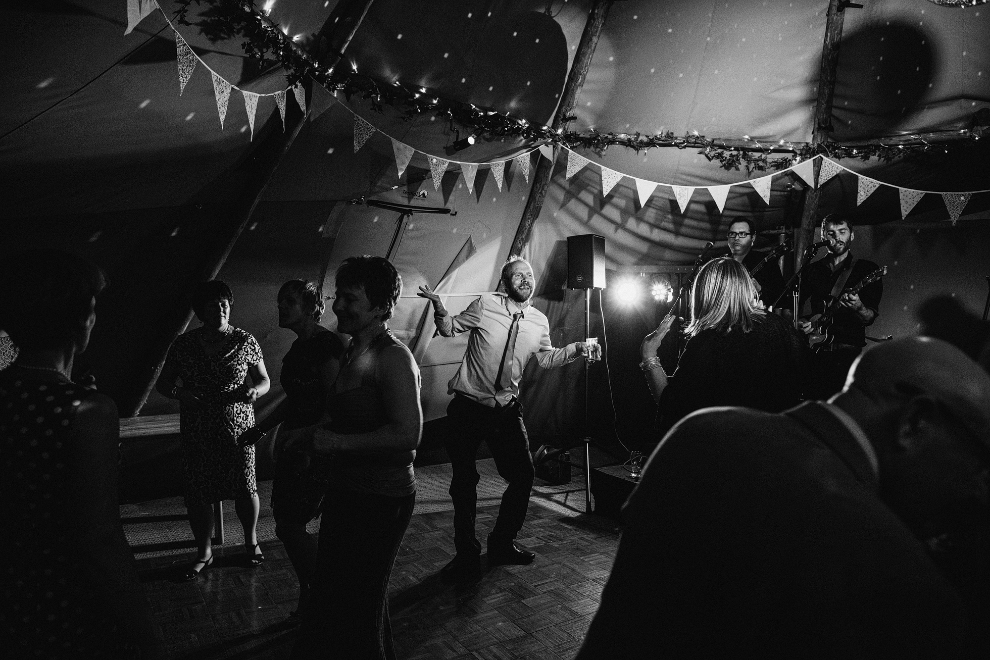 Low Light Wedding Photography with the Fuji X-T1 & Leica M