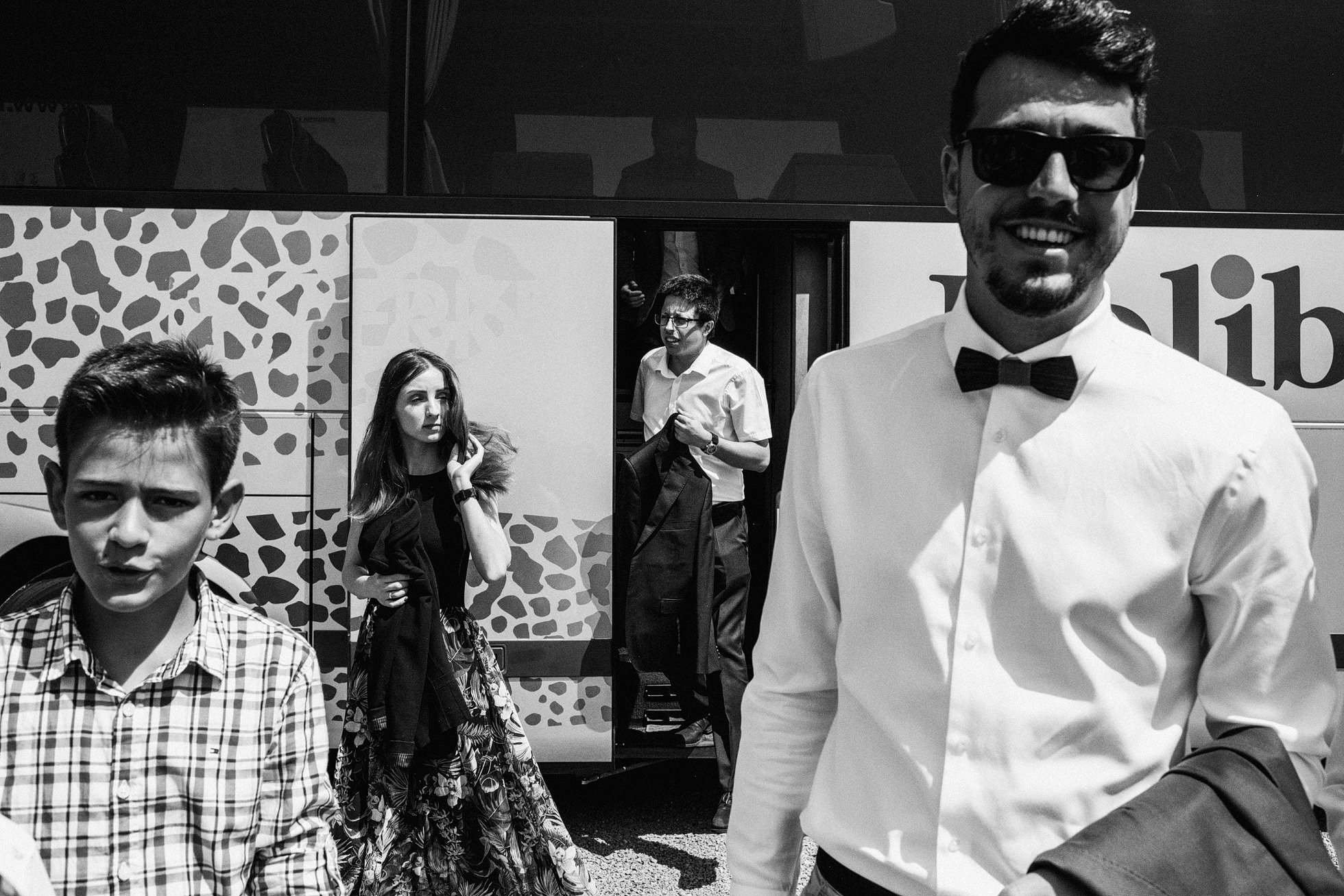 B&W Photograph of wedding guests arriving at Villa Love, Krakow