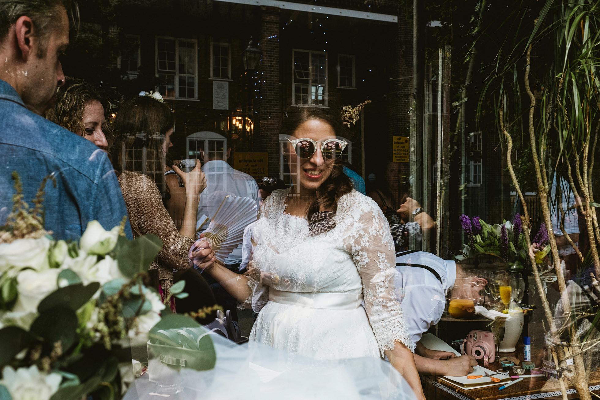 Island Queen Pub Wedding Photographer