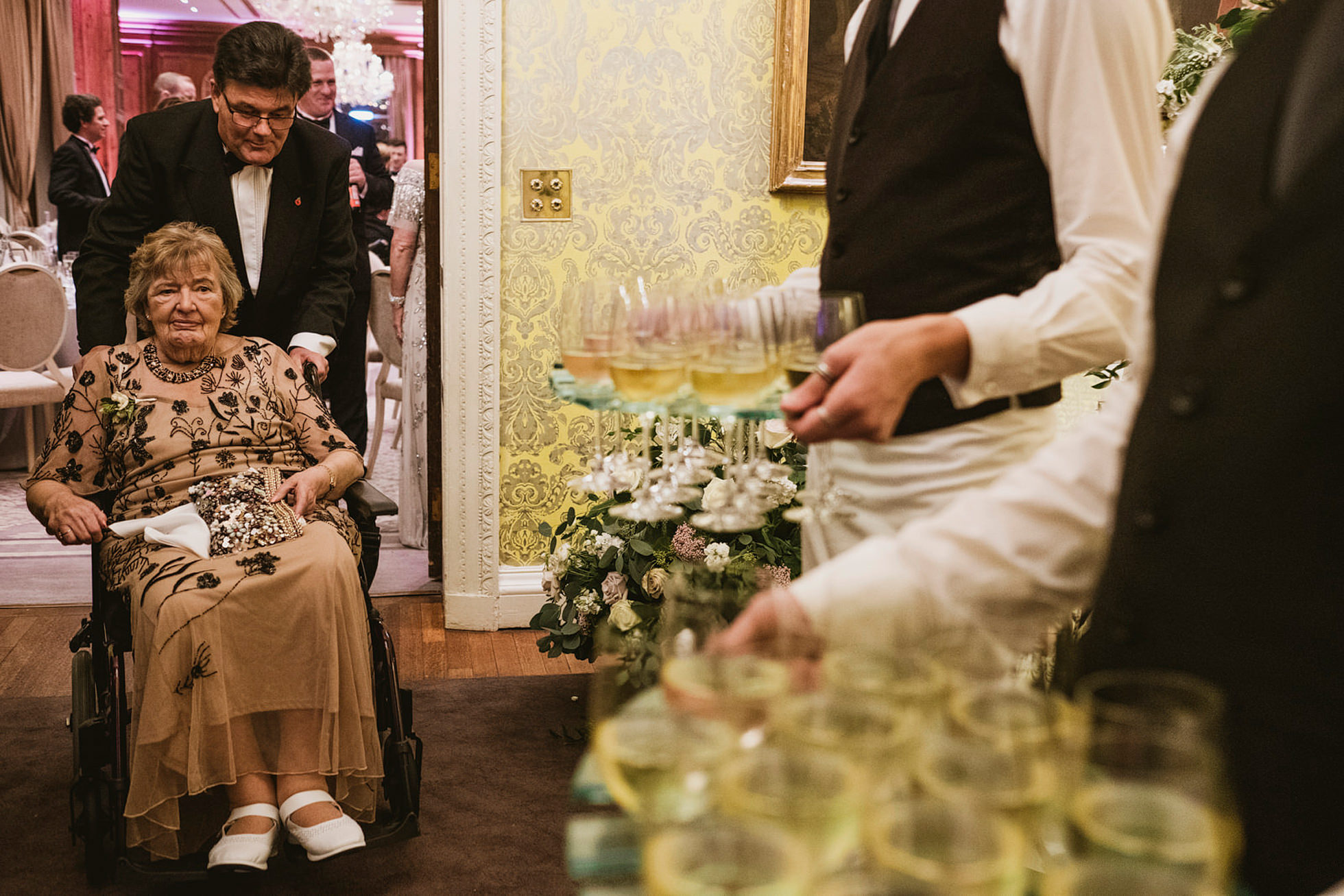 hedsor house candid wedding photography